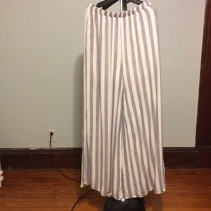 Forever 21 flowing blue and white stripped pants